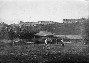 Игра в теннис семьи Коншиных