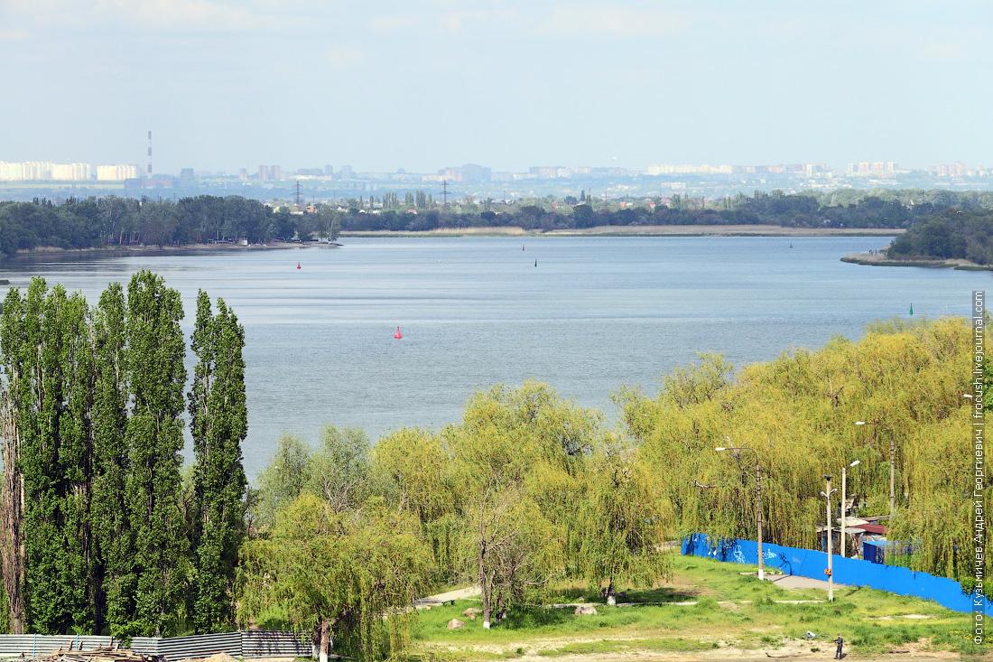 Вид на Дон и Ростов-на-Дону со смотровой площадки на Петровской площади