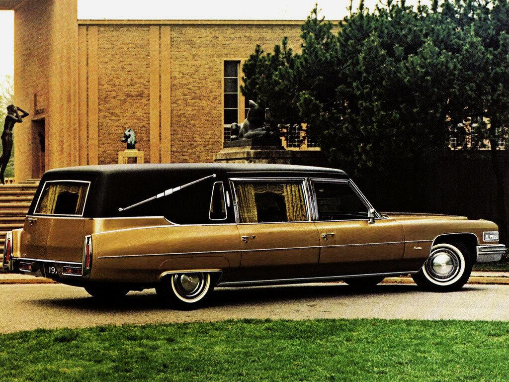 Cadillac Superior Sovereign Regal Landaulet (F90_Z) '1975 1.jpg