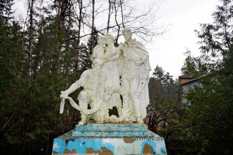 Захоронение воинов Великой Отечественной, бывший пионерлагерь Искра, Таширово Наро-Фоминского района Московской области