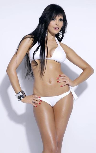 Мария Горбань в белом купальнике для PROспорт
