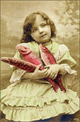 1 апреля. Девочка и рыбыки открытка поздравление картинка