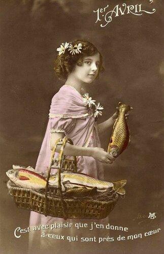 1 апреля. Девочка с корзиной. Рыбы открытка поздравление картинка