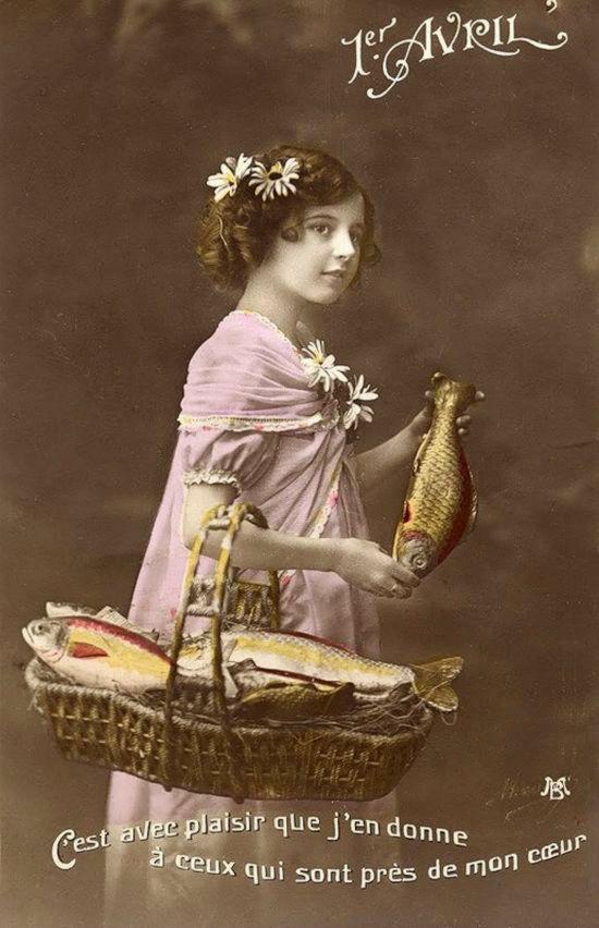 1 апреля. Девочка с корзиной. Рыбы