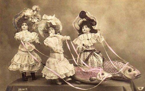 1 апреля. Куклы и рыбы открытка поздравление картинка