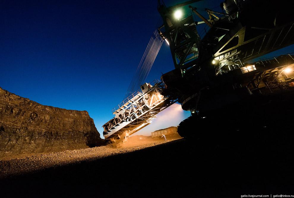 26. При разработке небольших угольных пластов с высотой уступа не более 17 метров используется ротор
