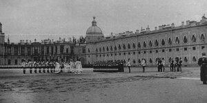 Богослужение во время церковного парада полка.