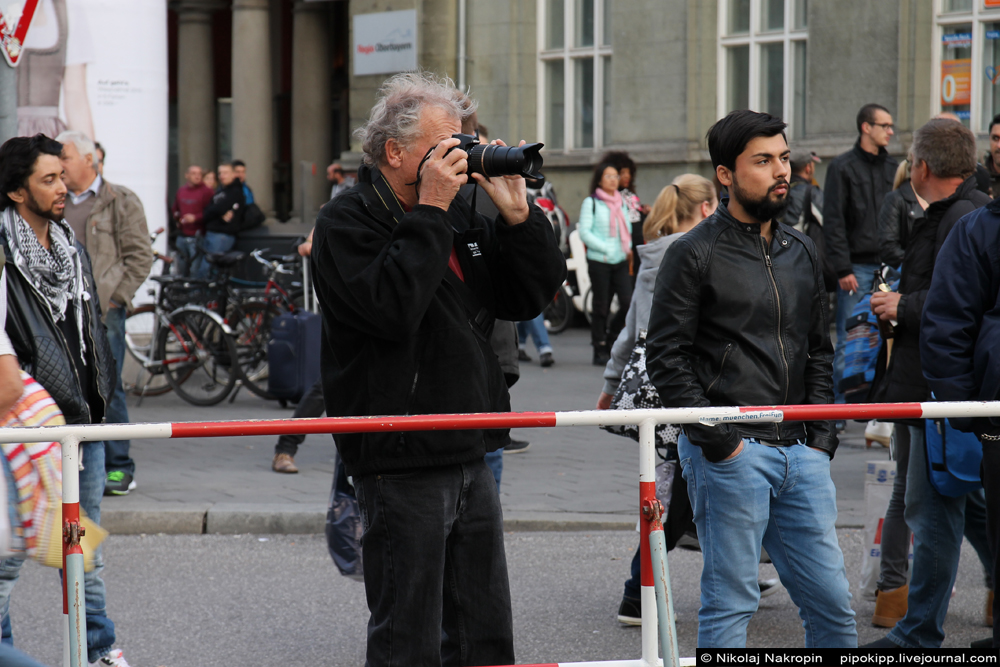 Беженцы штурмуют Мюнхен. Сегодняшний репортаж с центрального вокзала.