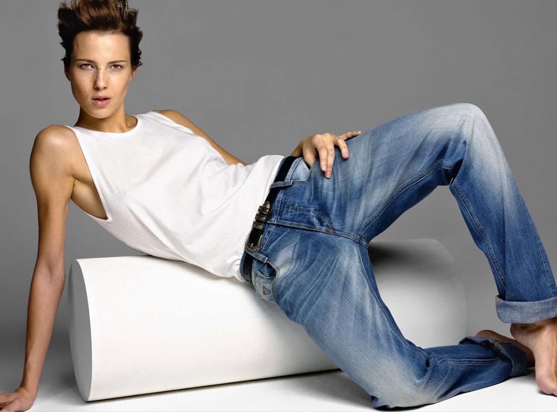 Melina P. / модель Мелина в джинсах в журнале Amica, май 2014 / фотограф Cometti