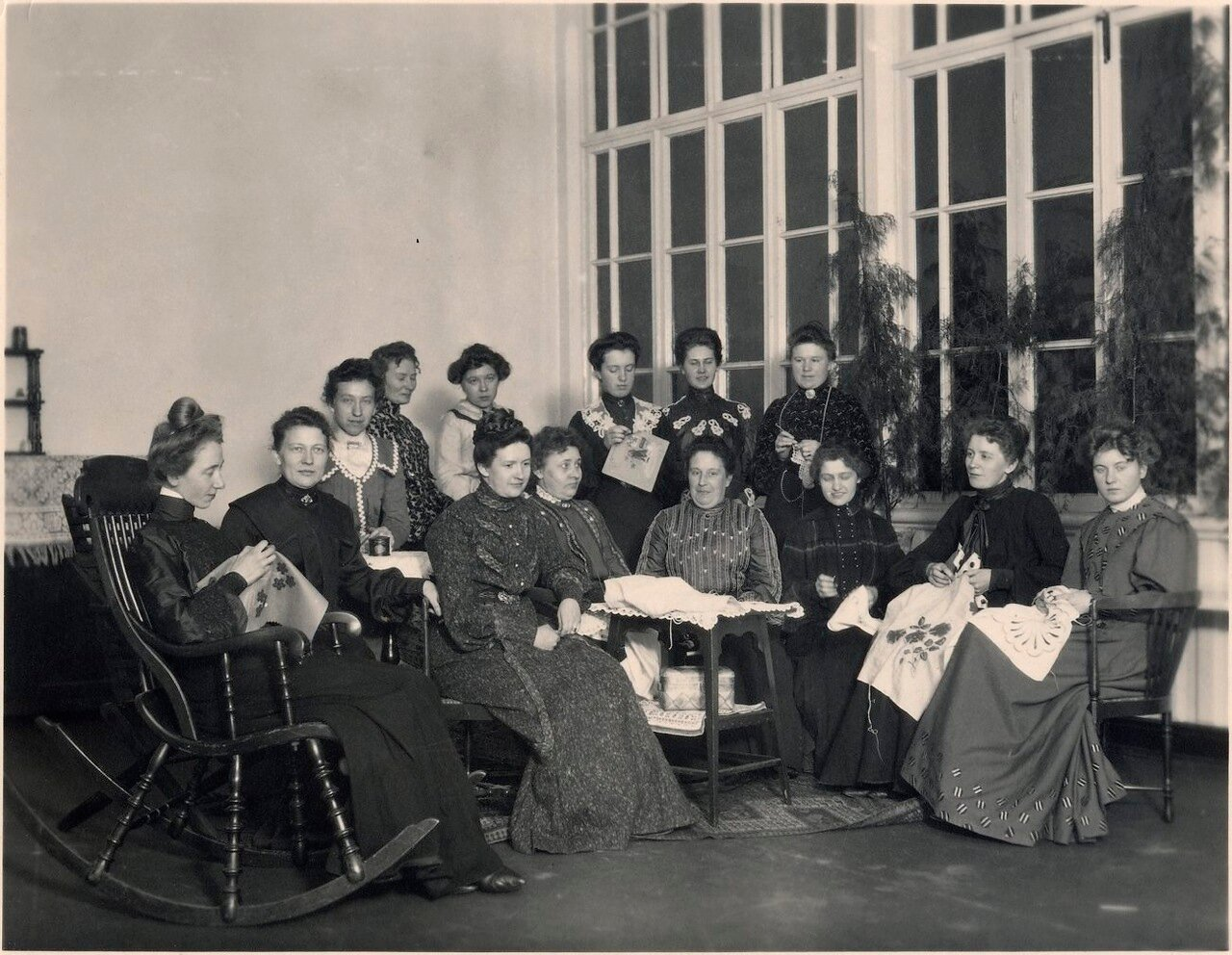 Жены сотрудников Нобеля в Баку за рукоделием