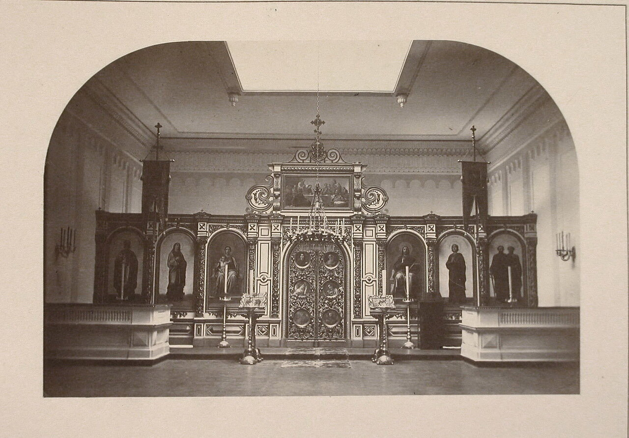Вид алтаря в домовой церкви института