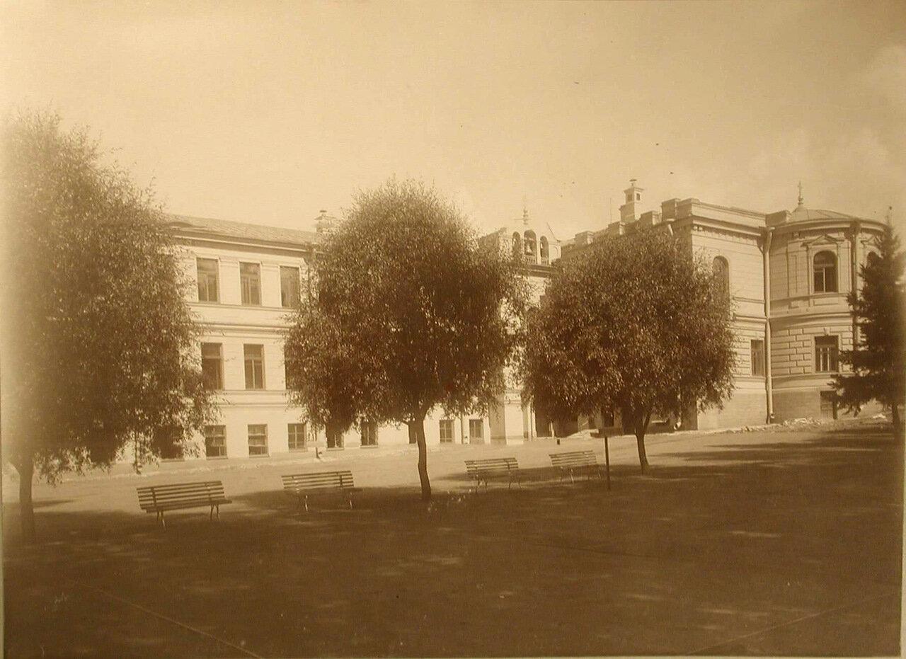 02. Фасад здания училища со стороны Приората