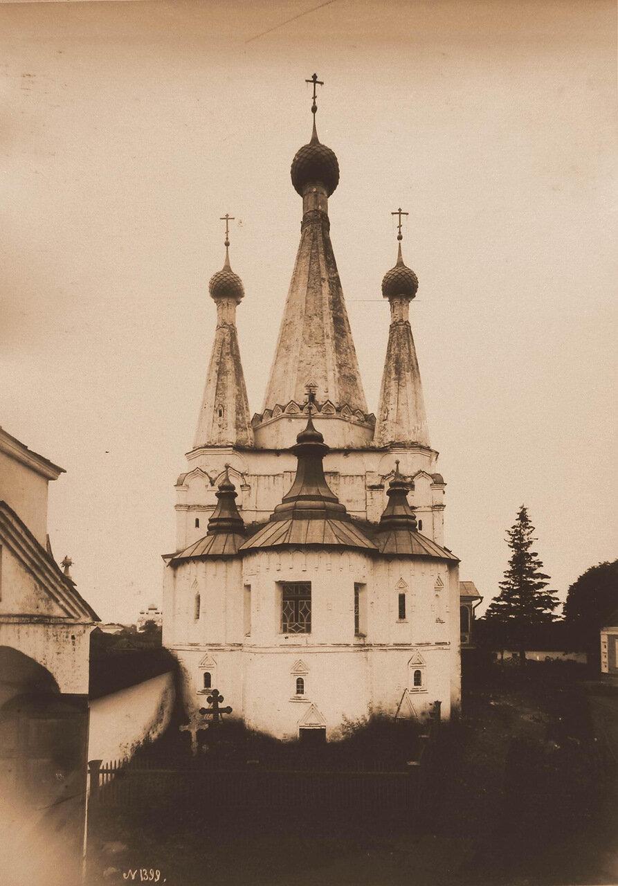 Вид на церковь Успения Божией Матери (Дивная) в Алексеевском монастыре