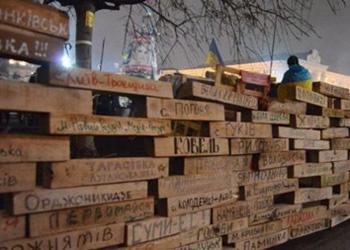 На Евромайдане активисты построили Стену плача и борьбы