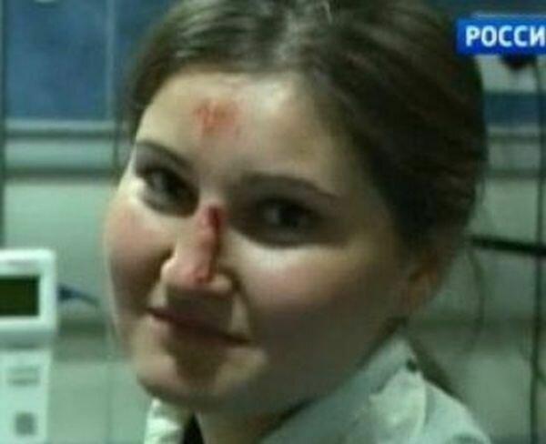 Девушка, которая выносила Олимпийский флаг в Сочи ...