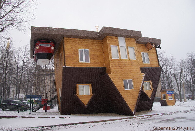 Дом-перевертыш нв ВВЦ