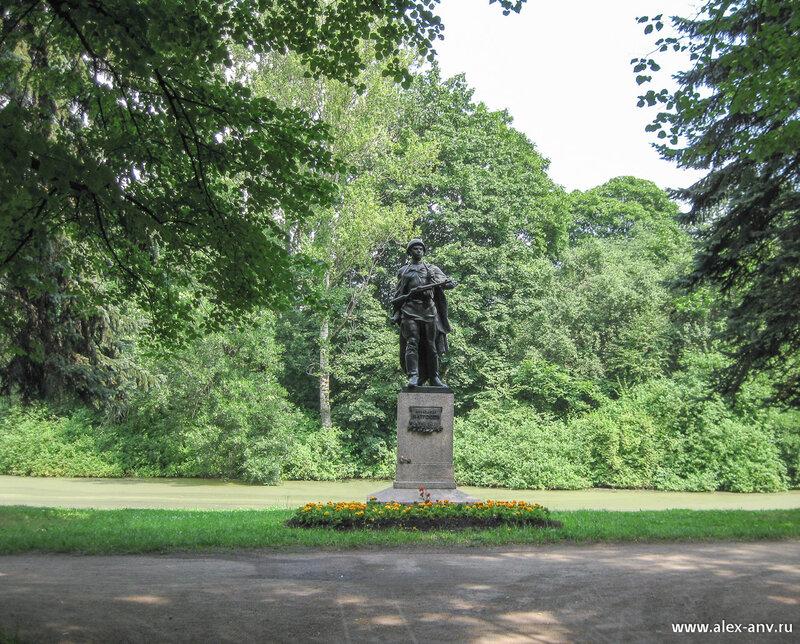 Московский парк Победы. Памятник Александру Матросову