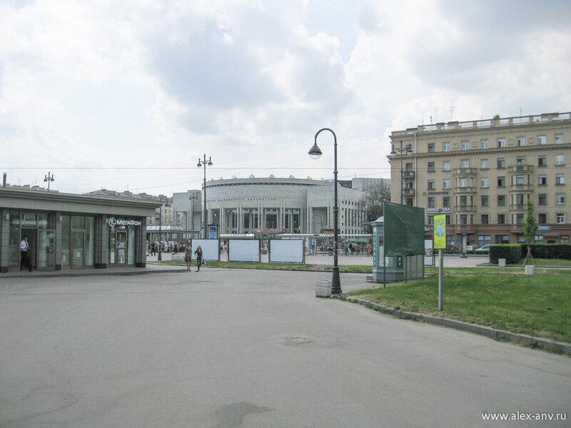 Московский парк Победы. Юго-Западный угол парка. Здесь расположена станция метро