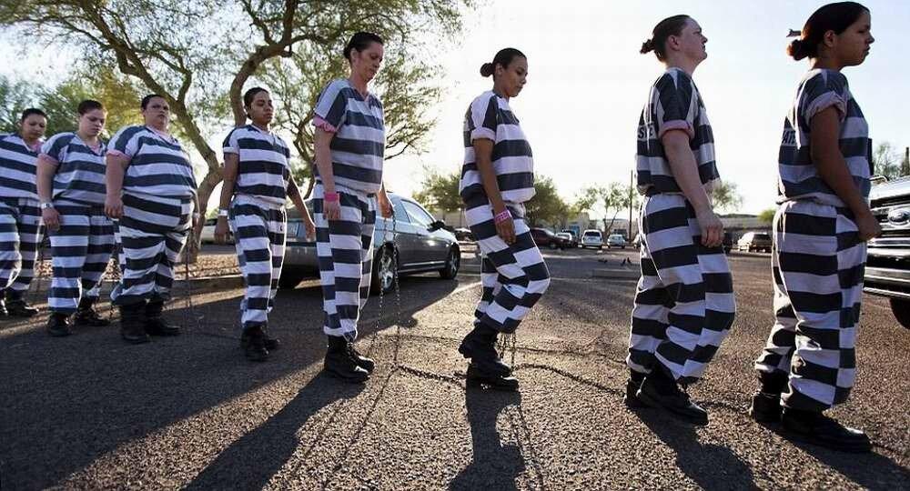 Скованные одной цепью: арестантские будни американских женщин-заключенных