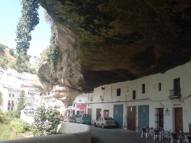 Город в скале Сетениль де лас Бодегас. Испания