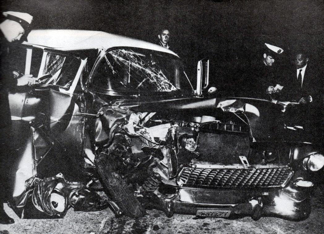 1956. Машина Монтгомери Клифта, попавшего в аварию 12 мая 1956 года после вечеринки в Беверли-Хиллс