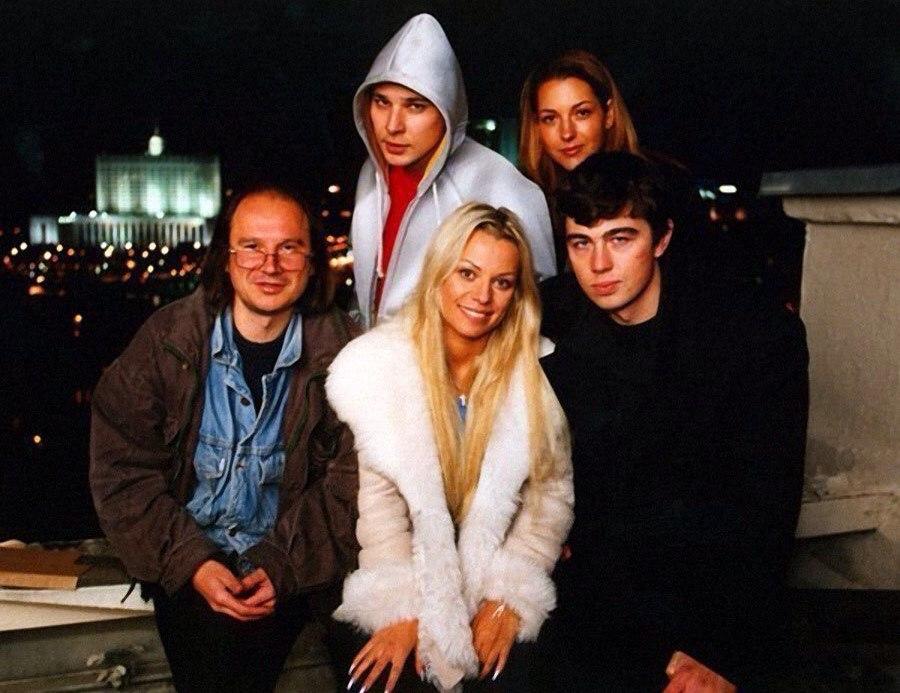 Алексей Балабанов, Ирина Салтыкова и Сергей Бодров на съёмках фильма Брат-2, 2000 год.jpg