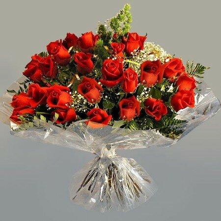 Букет роз в прозрачной упаковке открытка поздравление картинка