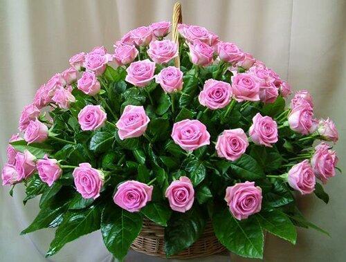 Корзина с розовыми розами открытка поздравление картинка