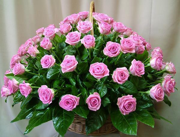 Корзина с розовыми розами открытки фото рисунки картинки поздравления