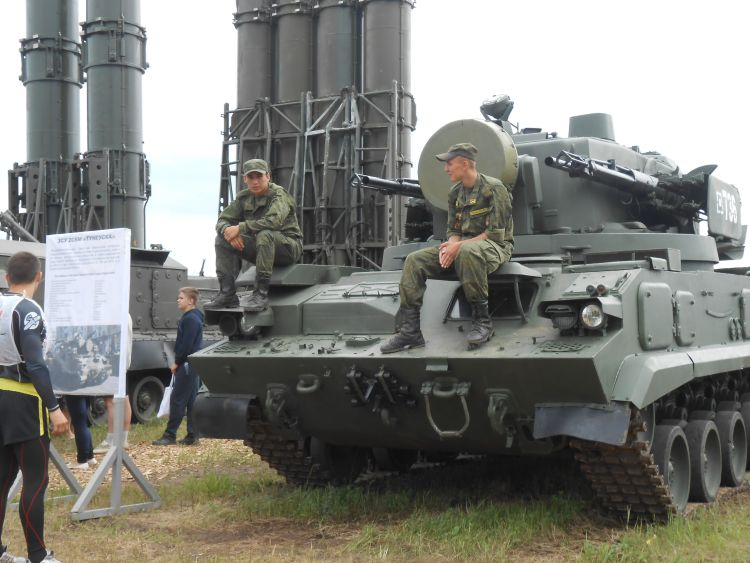 Охрана для военной техники (10.07.2015)