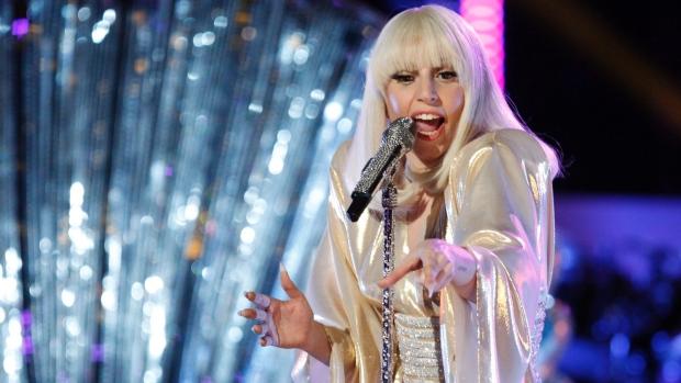 Леди Гага попросила слушателей заткнуться