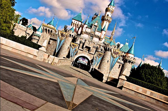 32 Amazing Pictures of Disneyland