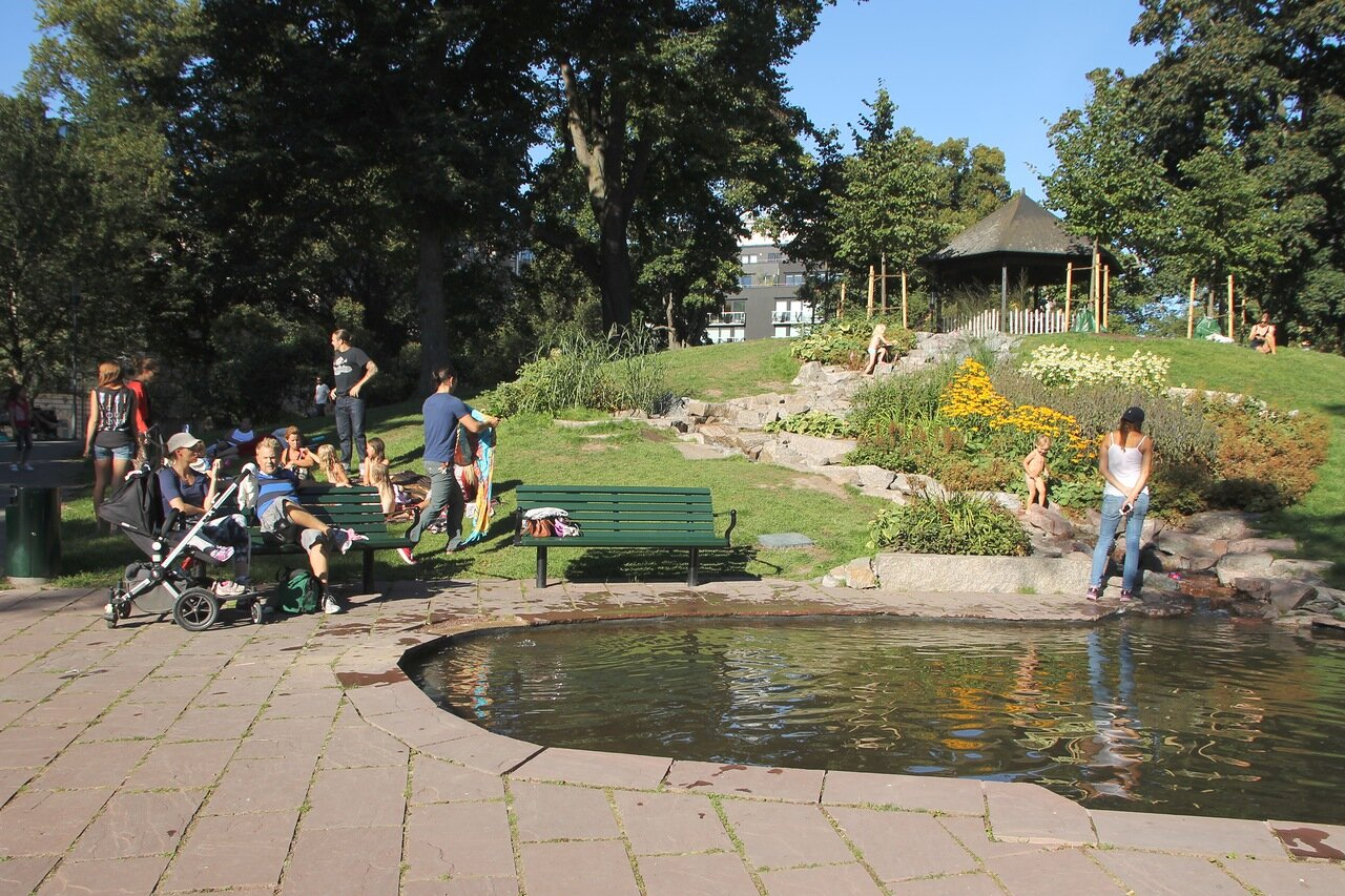 Стокгольм, Парк Тегнерлунден. Tegnérlunden garden Stockholm.