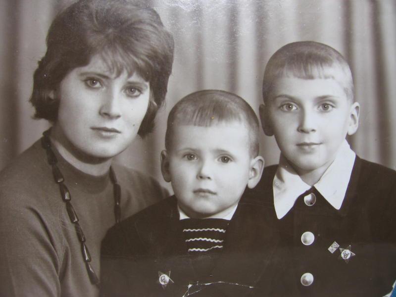 Никита Джигурда ( в центре )