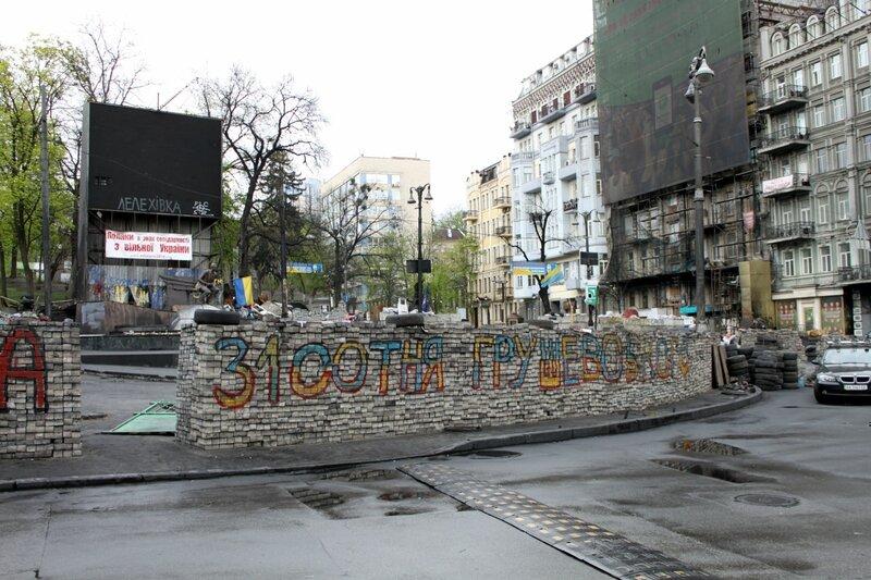 Перекресток Петровской аллеи и Грушевского