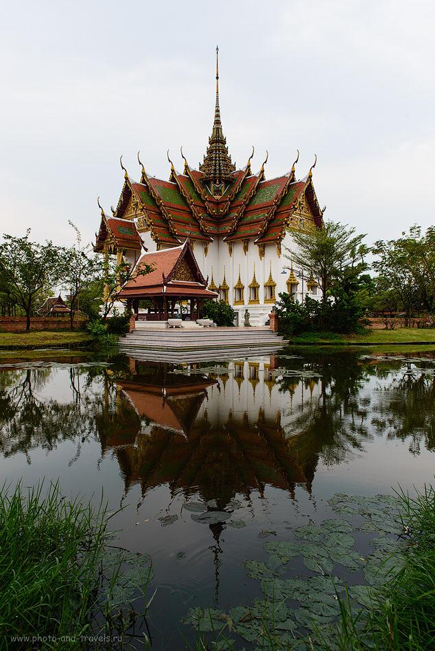 Фото 1.Отдых в Таиланде. Отзывы туристов. Дворец Dusit Maha Prasat Palace в the Grand Palace в Бангкоке, фотоаппарат Nikon D610, объектив Nikkor 24-70, поляризационный фильтр Hoya HD Circular-PL, настройки: ИСО 125, фокусное расстояние 24 мм, диафрагма f/8, выдержка 1/160 секунды