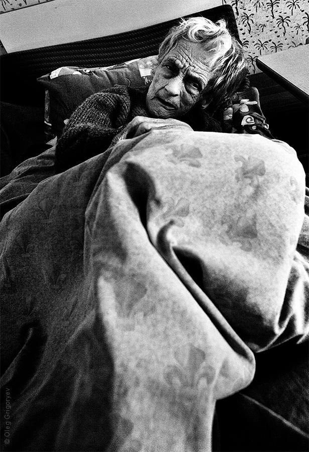 пожилые люди и инвалицы
