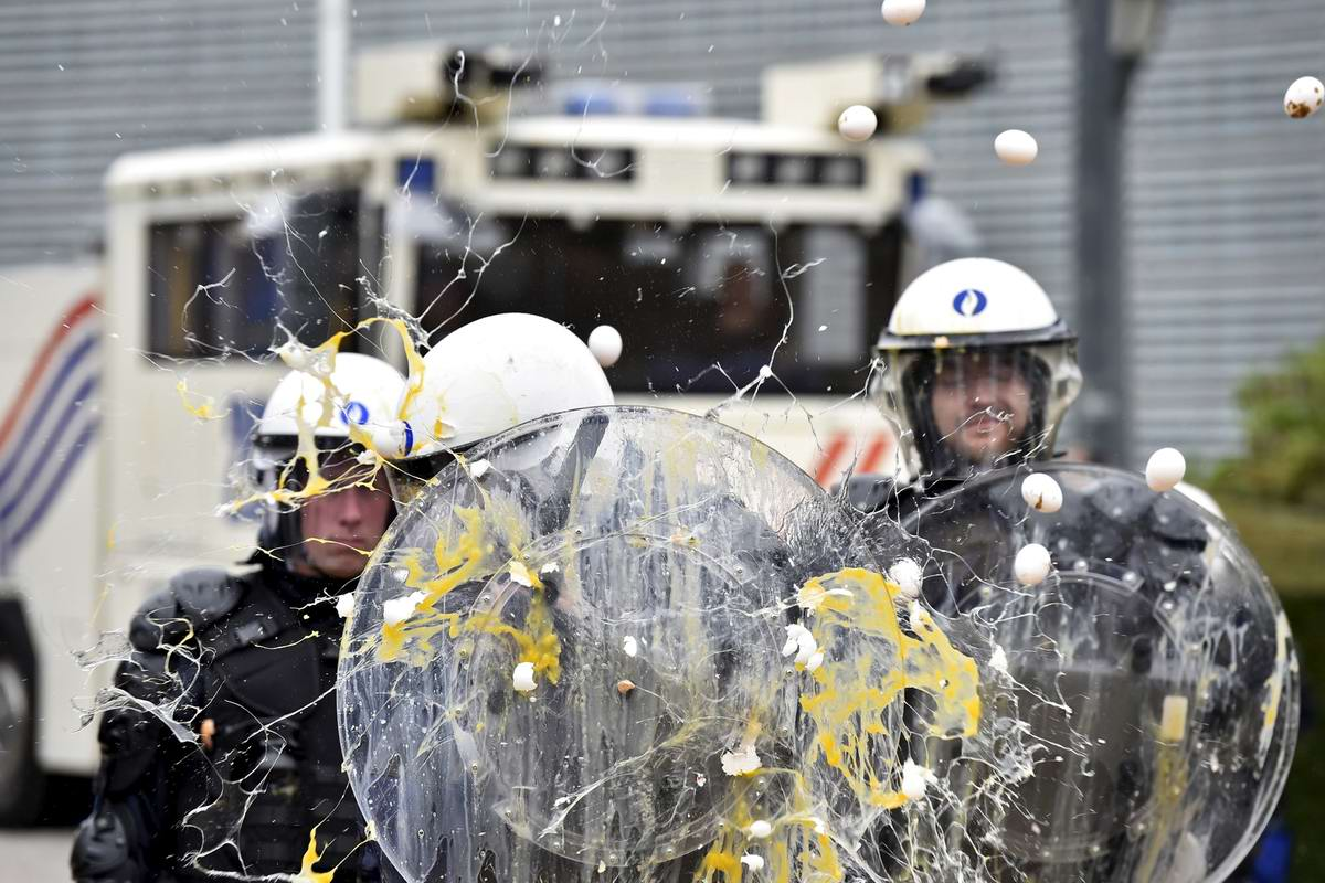 Под градом яичных пуль: Уличное противостояние в центре Брюсселя (1)