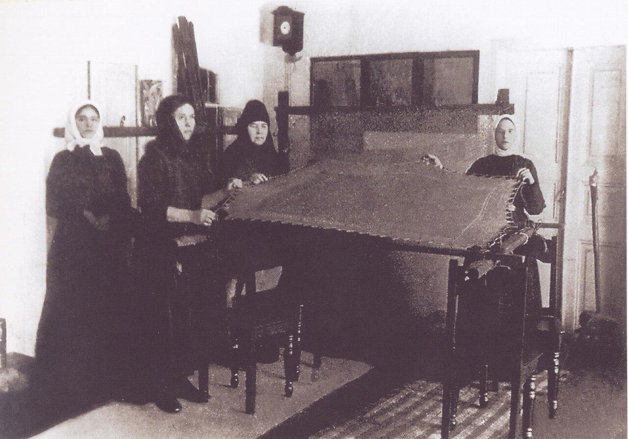 В женском монастыре