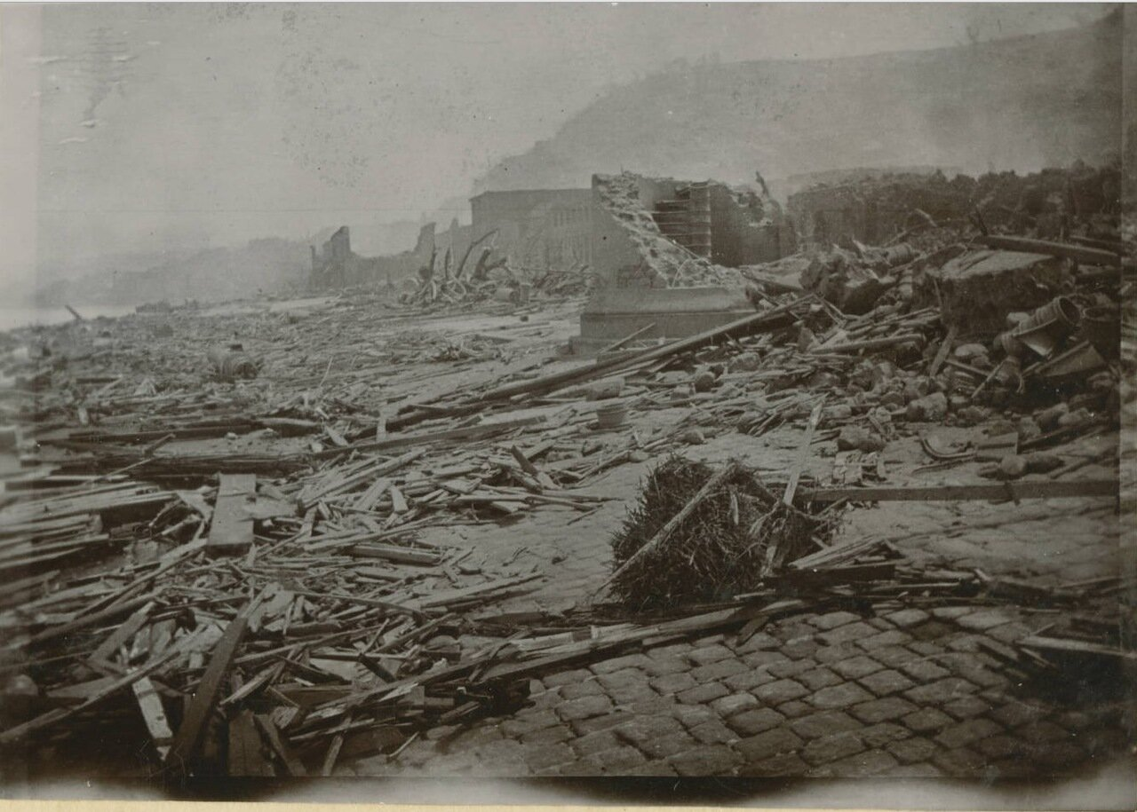 Вид побережья в районе Сен-Пьер после извержения вулкана