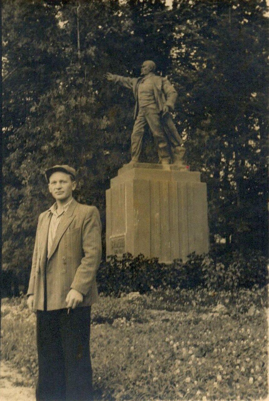 1950-е. Памятник Ленину в городском парке