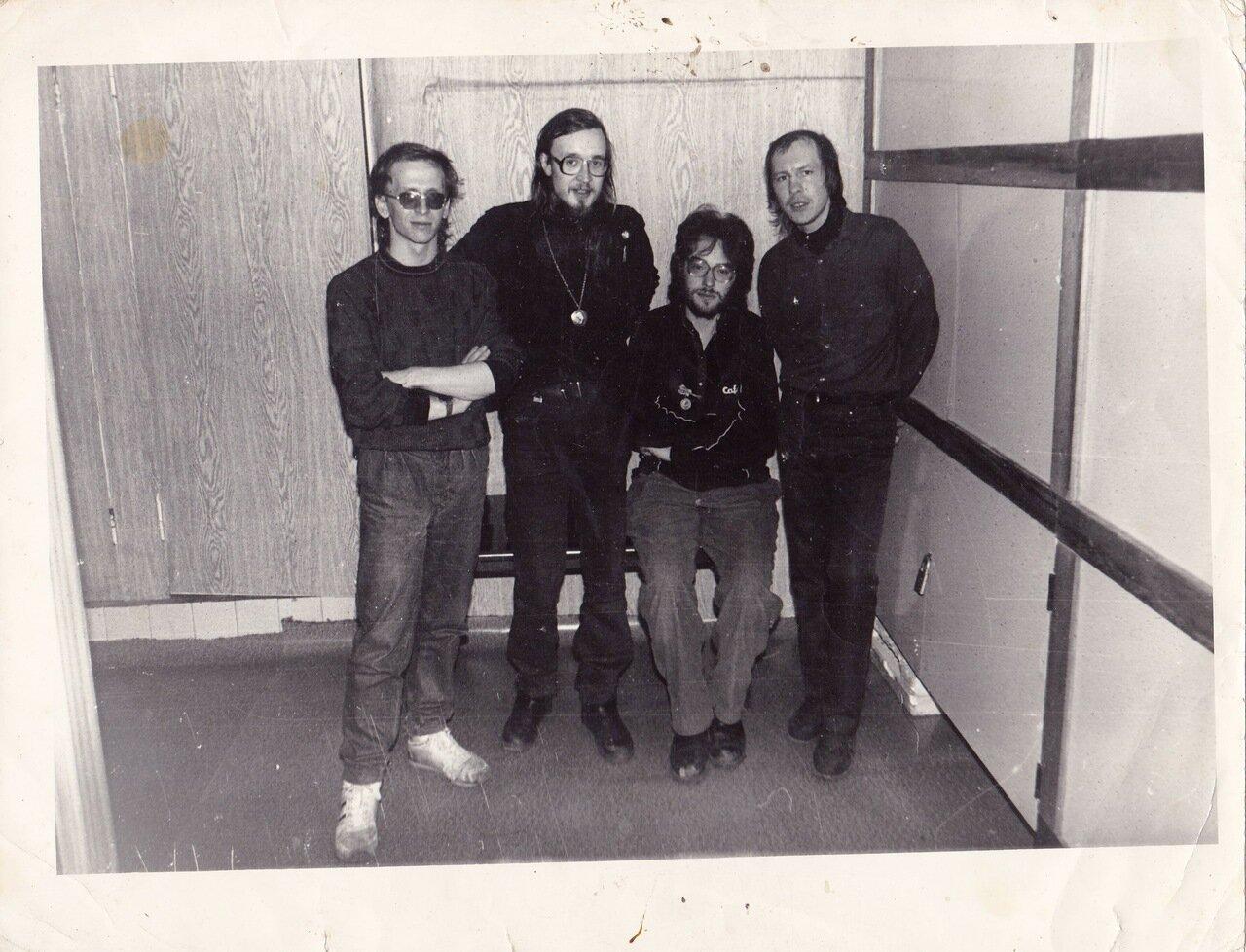 1990. Перед концертом в Ангарском ТОМе