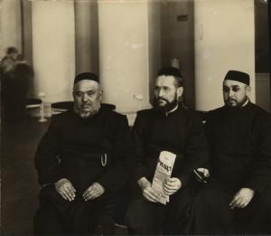 Члены II Государственной Думы. Депутаты-мусульмане слева направо - Кульбанов Н.Н., Массогутов Н.Н., Усманов Н.Н. 1907