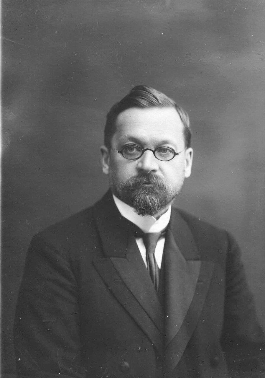 Верховский Борис Владимирович - директор и ординарный профессор женского медицинского института