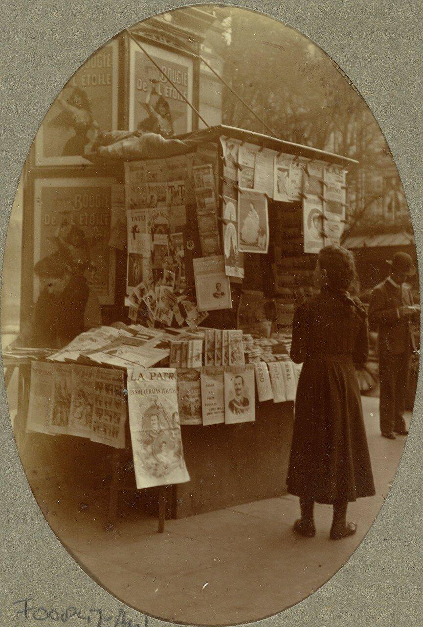 1903. Газетный киоск