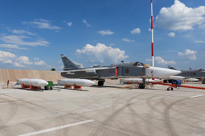 Сухой Су-24М2 (RF-92247 / 44 красный) D709194