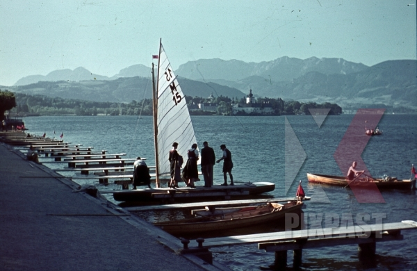 stock-photo-ww2-color-wels-austria-1939-sailing-boat-sports-red-political-flag-8149.jpg