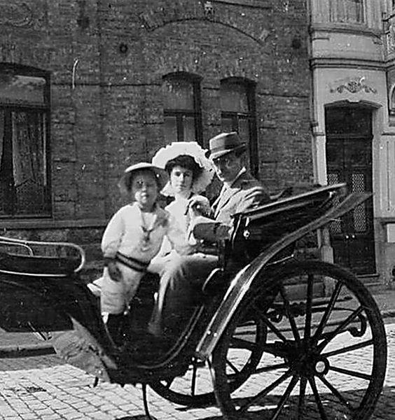 Матильда Кшесинская и Великий князь Андрей Владимирович с сыном Владимиром.jpg