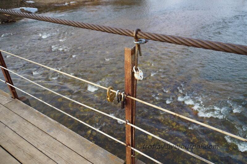 Москва-река и висячий пешеходный мост Герцено-Васильевское