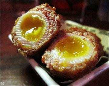 Яйца по-шотландски мягкие внутри и хрустящие снаружи